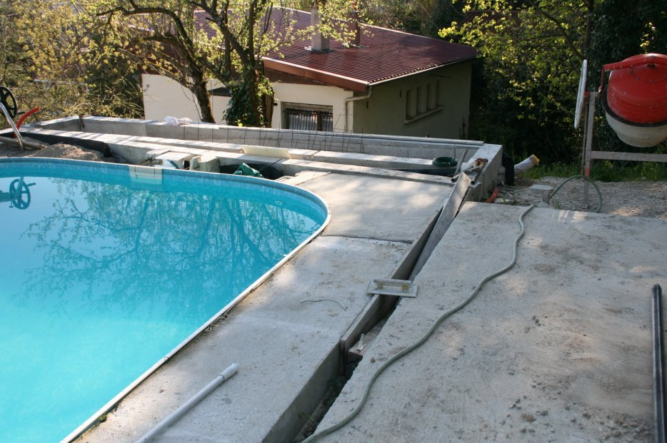 Caniveau piscine pas cher construction maison b ton arm for Piscine pas cher paris